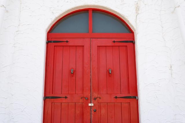 塗装されたドア